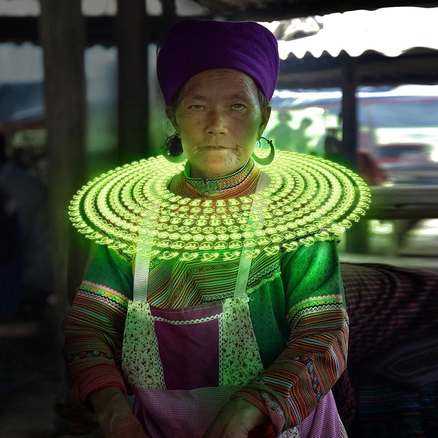 Gabriele Zago -  We Share Pain, We Share Joy Vietnam - collar green