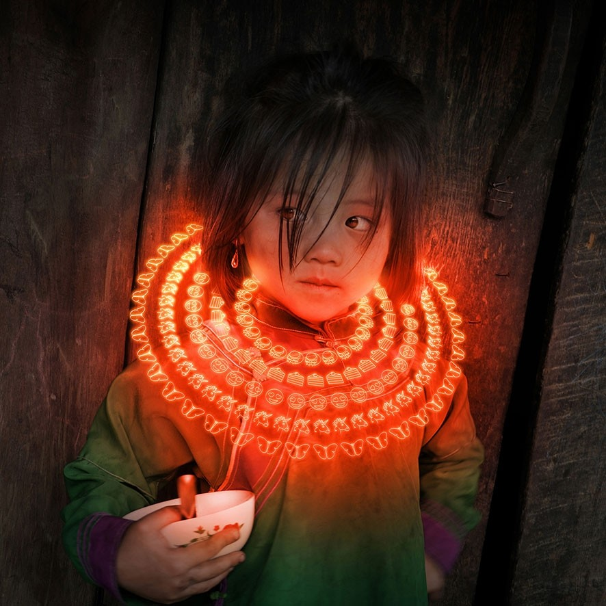Gabriele Zago -  We Share Pain, We Share Joy Vietnam - collar red